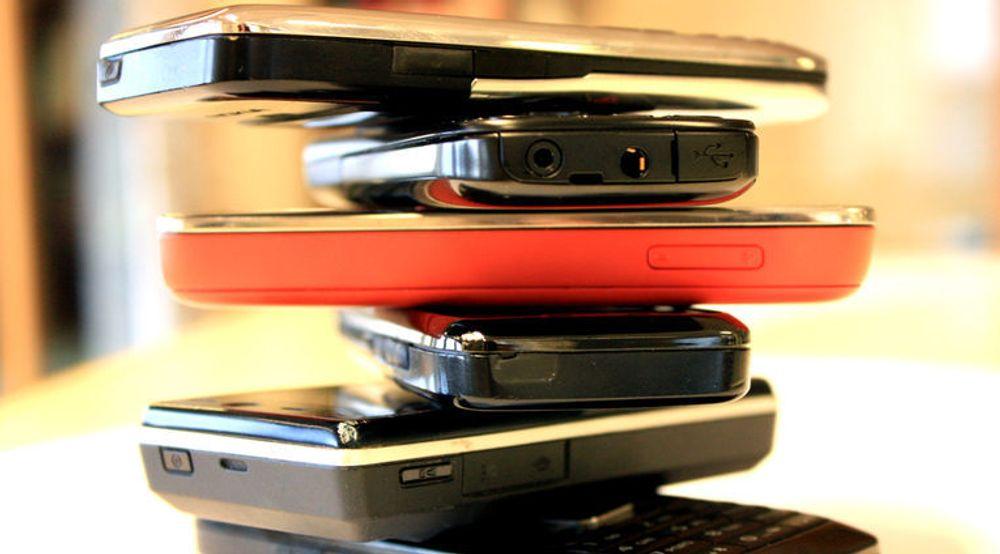 En spørreundersøkelse tyder på at det er 8,3 millioner ubrukte mobiltelefoner i Norge. Aksjonen til Telenor og Norsk idrettsforbund håper å samle inn 230 000 av dem.