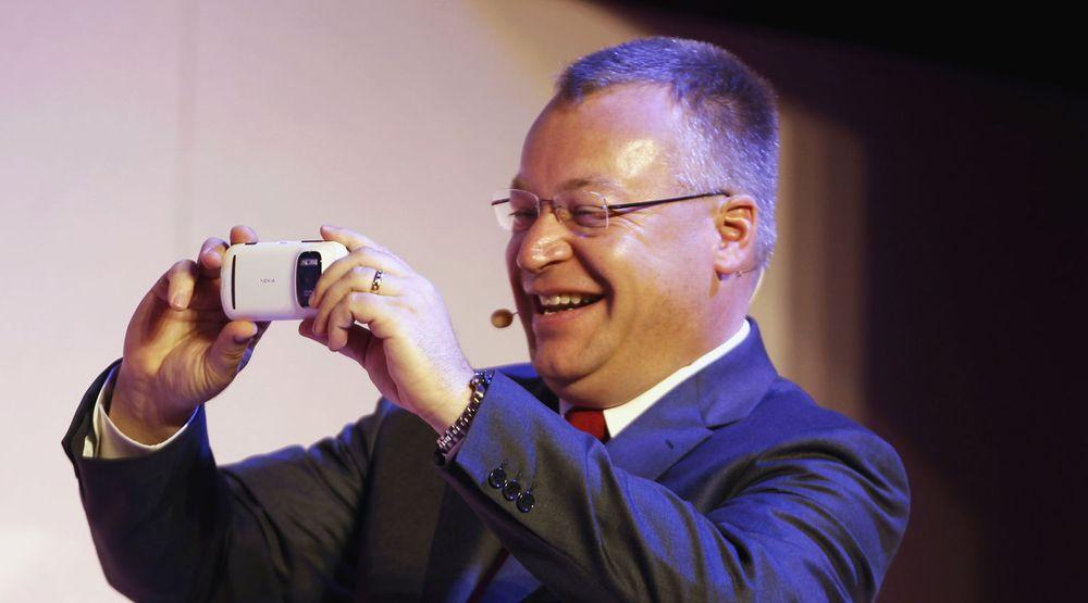 Stephen Elop, Nokias toppsjef, viste stolt frem selskapets nyeste kameratelefon på en stor mobilmesse i Barcelona denne uken. Men investorene hadde ikke like god grunn til å trekke på smilebåndet.