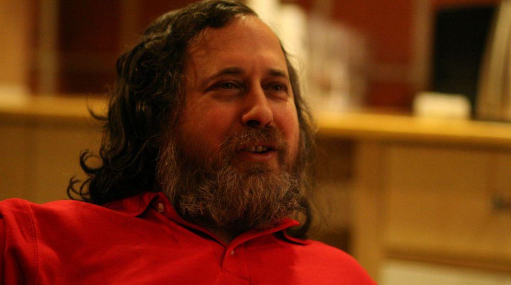 Friprog-guru Richard Stallman advarer mot GNU/Linux-distribusjonen Ubuntu fordi brukernes søkestrenger sendes til Canonical. Her fotografert i forbindelse med et foredrag han holdt i februar 2009 på Chateau Neuf i Oslo.