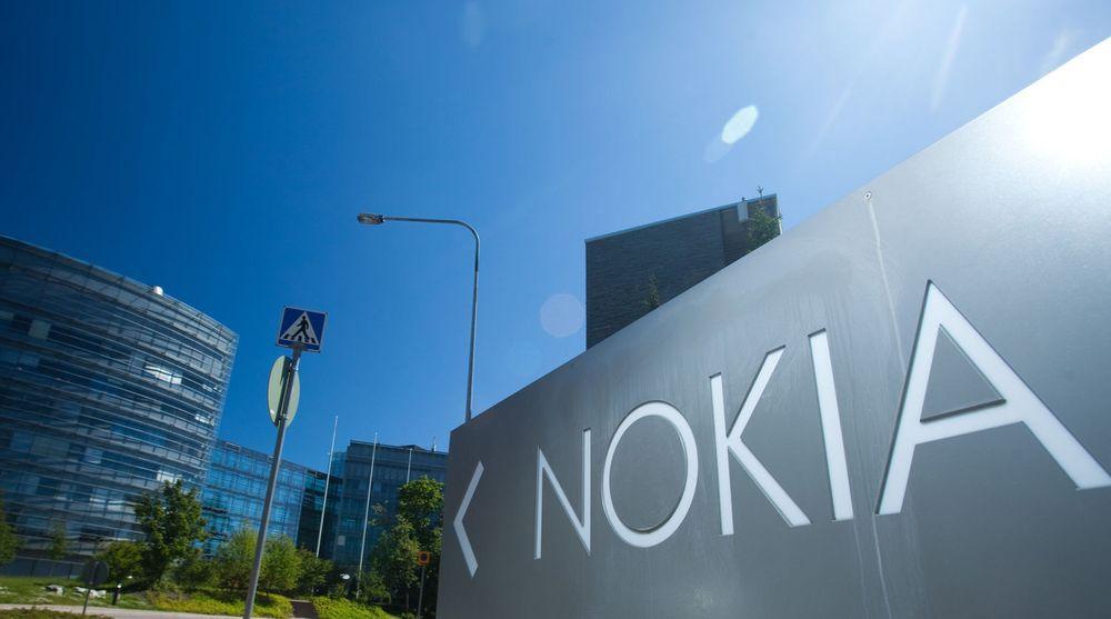 Nokias hovedkvarter i Espoo, Finland, ble forrige uke solgt. Salget står som et symbol på at det finske mobileventyret er i problemer. Men kinesiske Huawei ser muligheter i landet og åpner nå et forskningssenter for mobiltelefoner samtidig som Nokia har skallet av ansatte.
