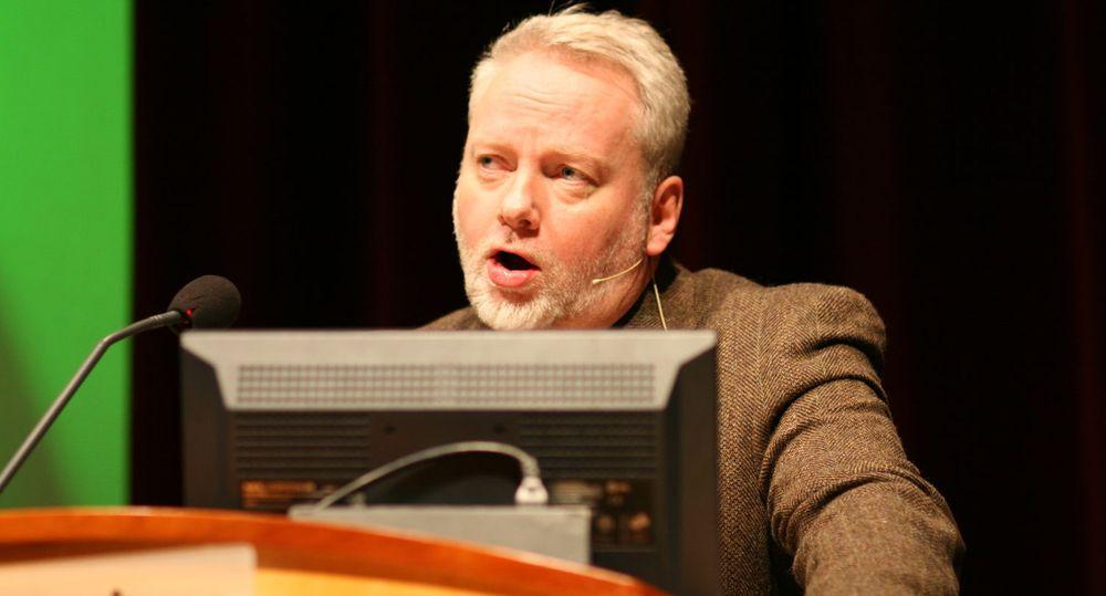 PST-sjef Jørn Holme oppfatter sosiale medier som en viktig kommunikasjonsplattform for å nå ungdommen.