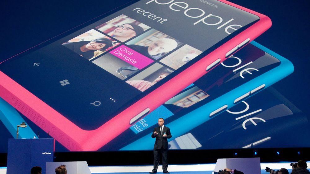 Nokias toppsjef Stephen Elop ved den storstilte lanseringen av selskapets første Windows-mobil i London i fjor høst.