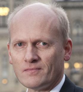 Stortingsrepresentant Anders Werp i Høyre lovpriser det Danmark gjør nå, med utvikling av en militær evne til å slå tilbake gjennom offensive kyberoperasjoner.