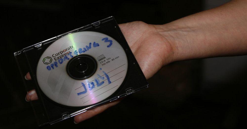 Denne CD-en med 3,95 millioner fødselsnumre ble sendt ut til 8 redaksjoner. EFN mener fødselsnummerne i praksis er fritt tilgjengelig, og at de ikke bør kunne brukes som en sikkerhetsmekanisme.