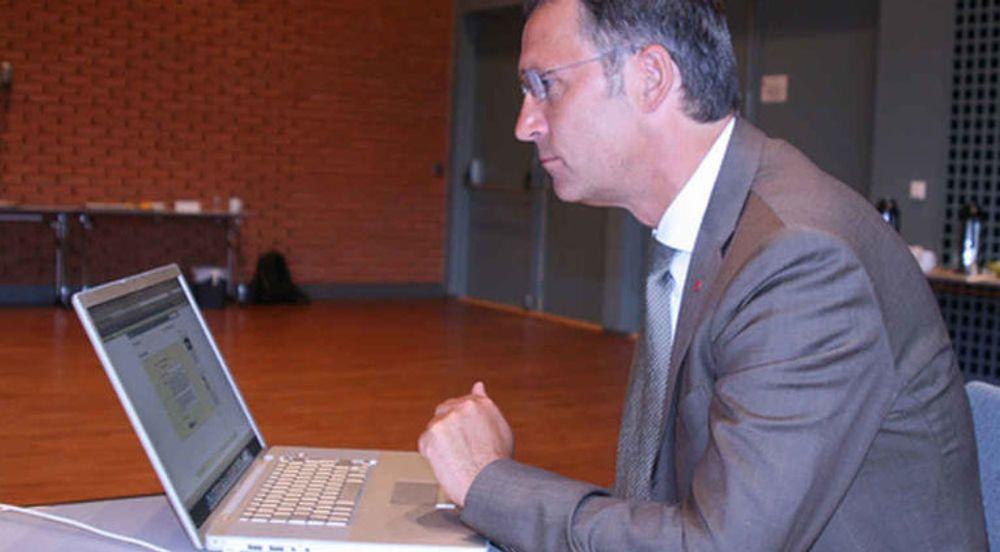 Jens Stoltenberg leder an blant norske politikere som engasjerer velgere på nettsamfunnet Facebook.