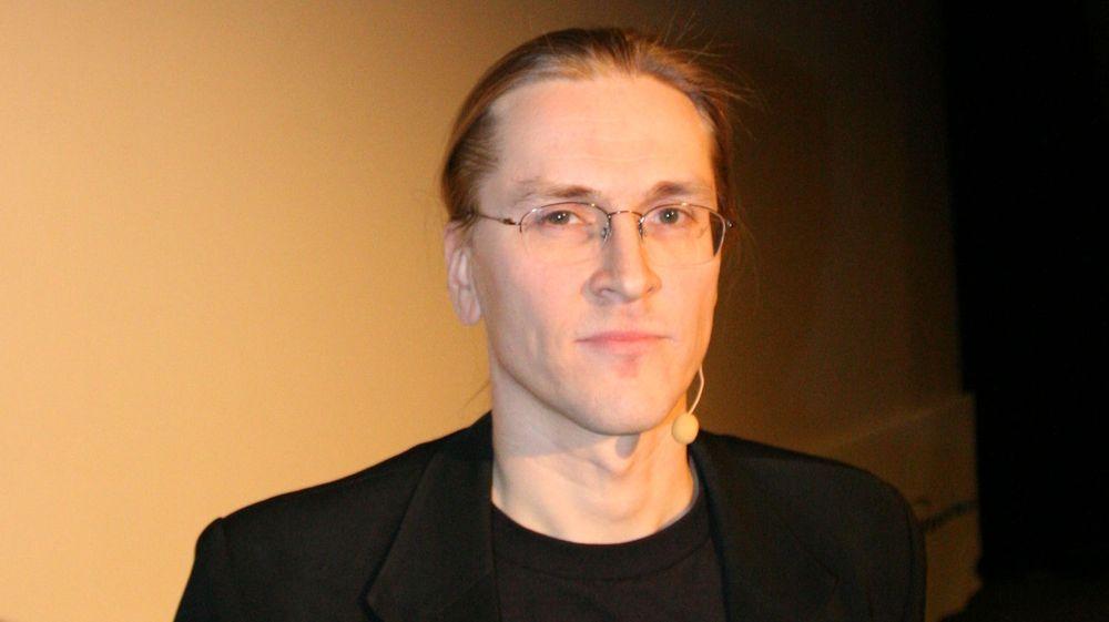 Det er på tide å straffeforfølge de kriminelle bakmennene som herjer internett, sier sikkerhetsekspert Mikko Hyppönen i F-Secure.