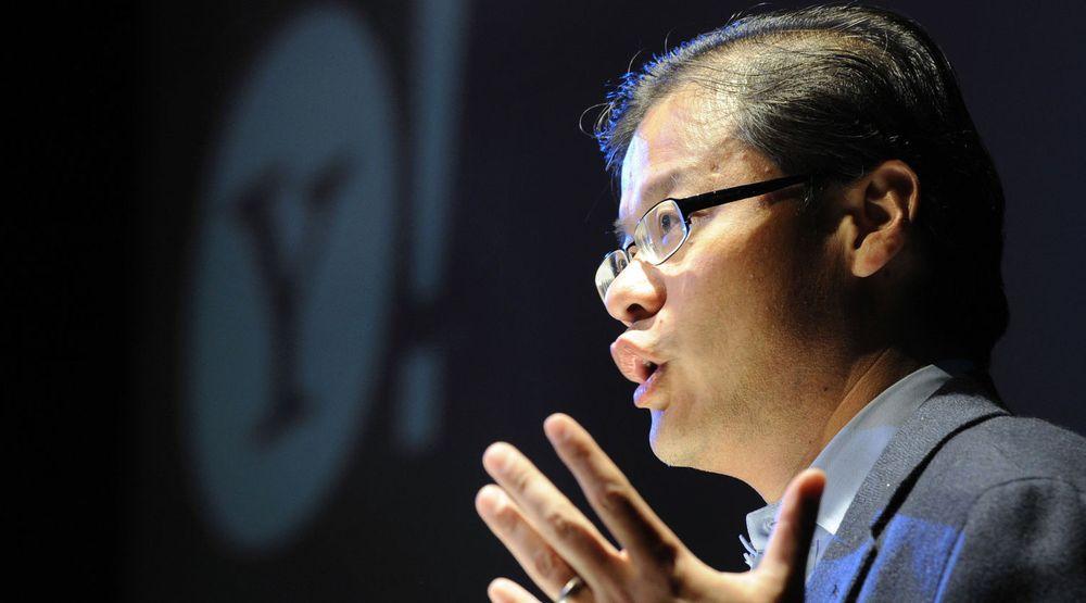 Jerry Yang var medgründer av Yahoo, men forlater nå selskapet etter snart 17 år. Avgangen, som skjer på dagen, kommer kort tid etter at selskapet har utnevnt ny toppsjef.