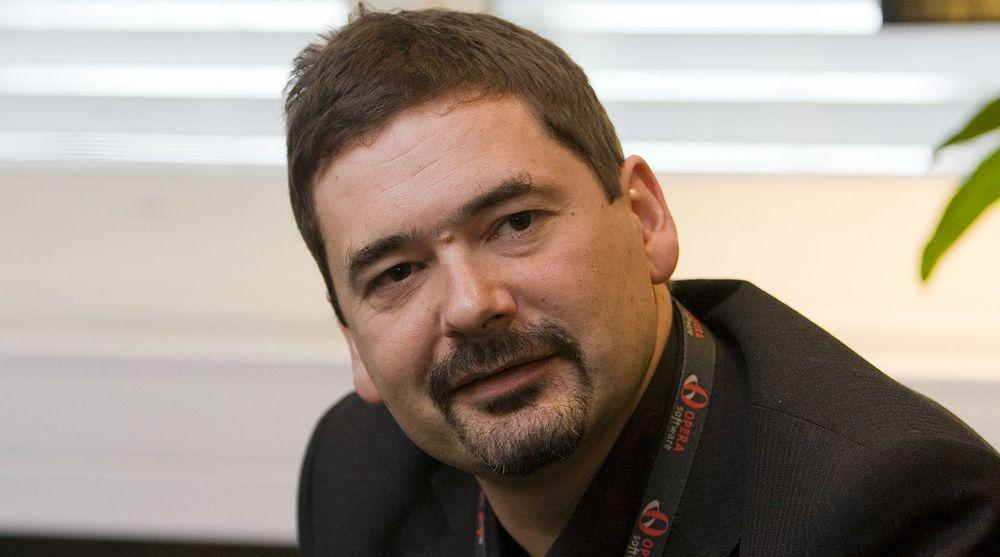 Jon S. von Tetzchner har solgt seg tungt ned i Opera Software de siste månedene. Det kan bane vei for et oppkjøp av selskapet. Selv har von Tetzchner signalisert at han er imot at selskapet blir snappet opp. – Opera har alle muligheter alene, har Opera-gründeren tidligere uttalt til digi.no.