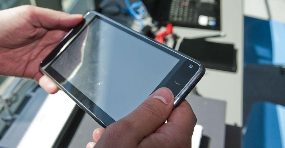 Trenden med stadig større mobiltelefoner fortsetter. Huawei S7 er riktignok en hybrid, men du kan altså ringe med den.