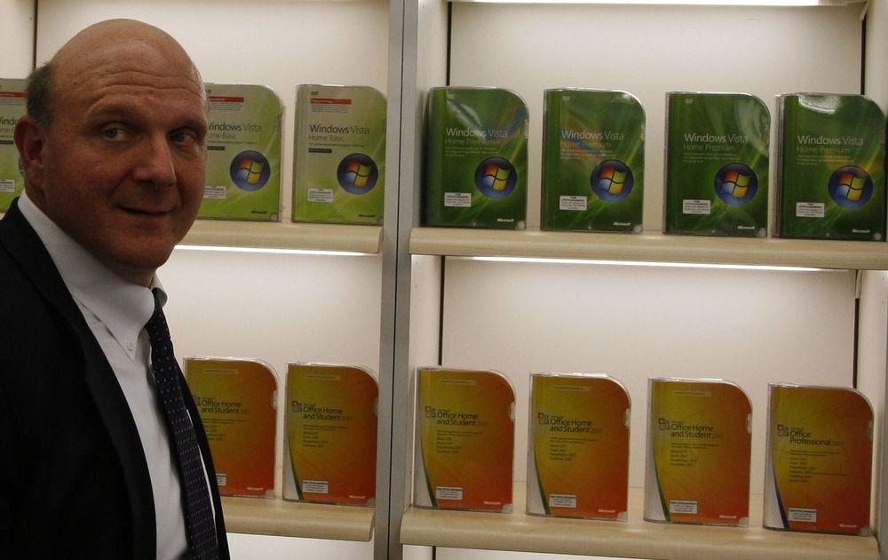 Steve Ballmer var på «shoppingtur» på Elkjøp Megastore, og hadde sterke meninger om at Elkjøp burde kutte prisen på noen av Windows-pakkene.