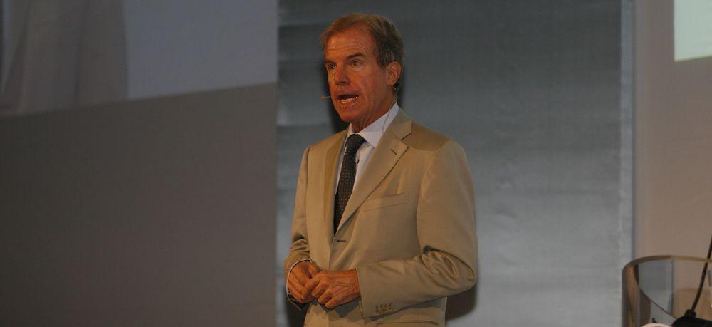 Nicholas Negroponte var hovedtaler på IT-tinget. Han foreslo blant annet at Norge kunne adoptere et land, og gi en OLPC-maskin til alle barn i det landet.