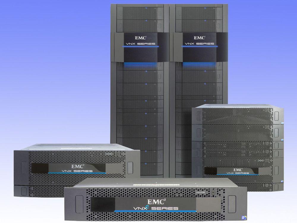 EMCs nye VNX-familie erstatter mange av selskapets eksisterende produkter, blant annet både Clariion og Celerra. 2 U-enheten i første rekke er en VNXe 3100, beregnet på småbedrifter. Prisen starter på 60.000 kroner for seks disker på til sammen to terabyte effektiv lagringskapasitet. Enheten kan bygges ut til 96 disker.
