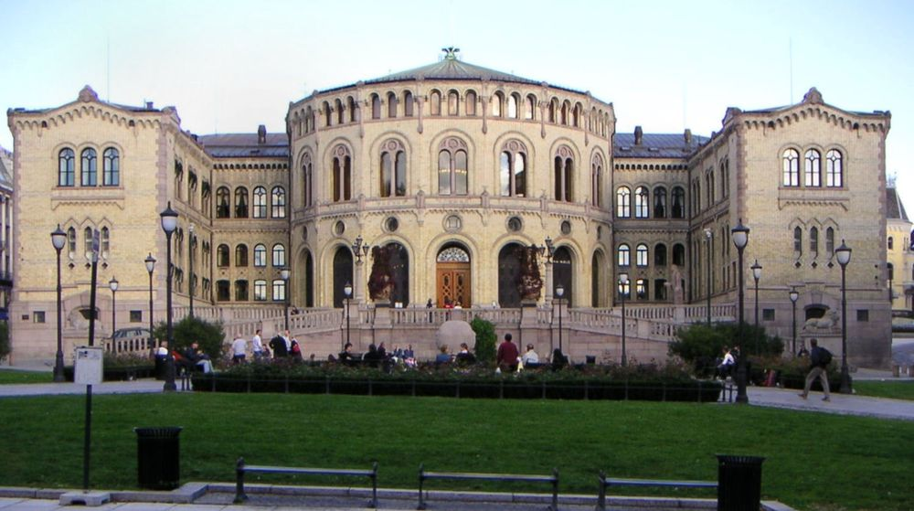 Personnumrene til nesten alle norske stortingsrepresentanter har blitt lekket av hacktivist-gruppen Anonymous.