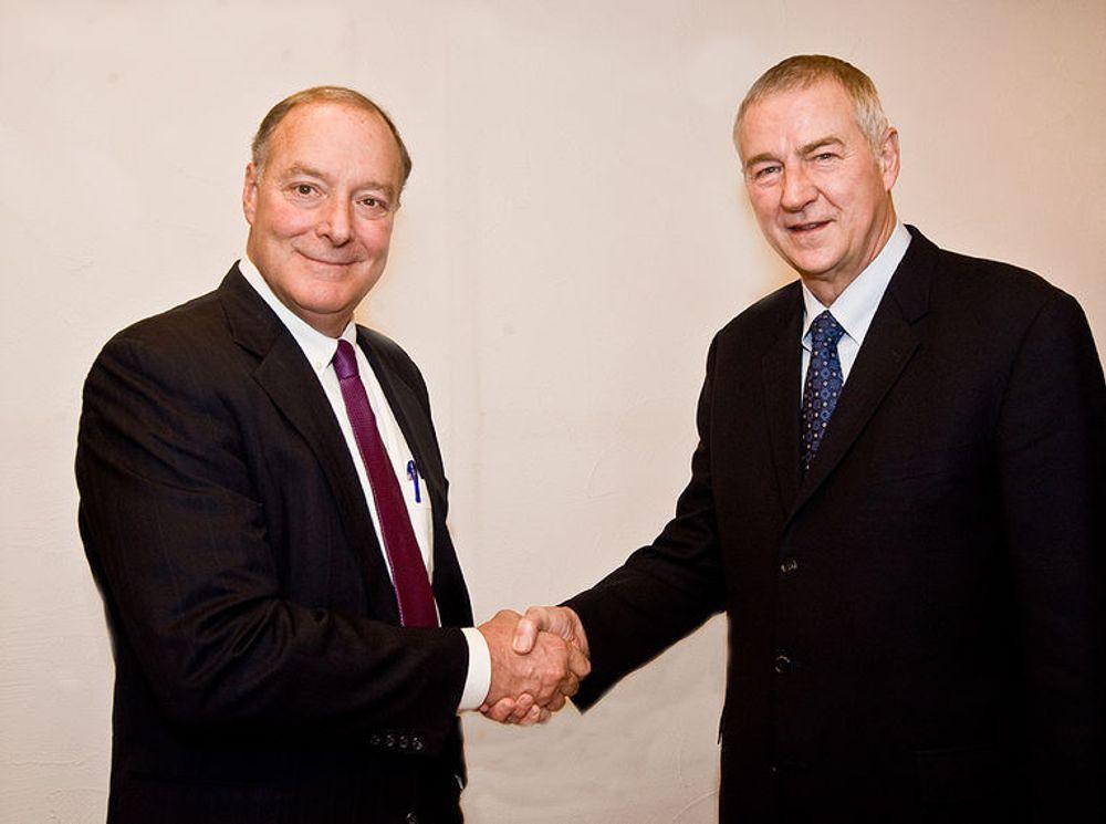 Toppsjefene William Green (t.v.) og Jim Goodnight i hhv Accenture og SAS Institute lover en ny plattform for avansert beslutningsstøtte, basert på innsikt i hva framtiden vil bringe.