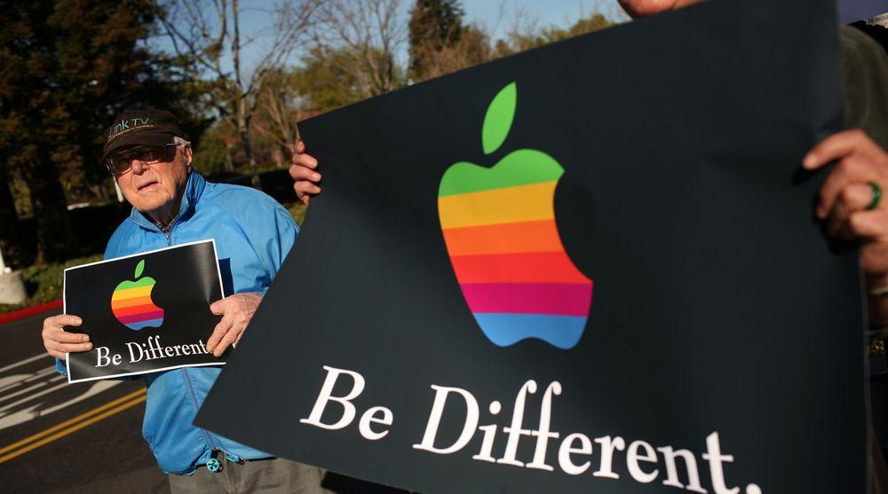 Torsdag stilte en rekke aktivister seg opp foran inngangen til Apples hovedkvarter i  Cupertino, California for å si ifra hva de mente om selskapet i forbindelse med generalforsamlingen i verdens største selskap. Bak dørene ble det bestemt at aksjonærene ville få mer makt.