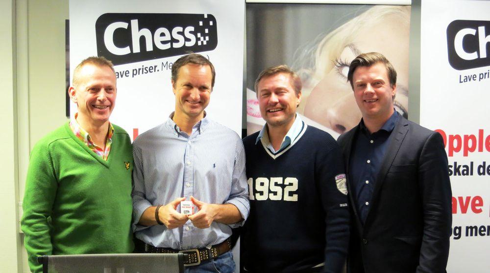 Chess-sjef Arve Andreassen (t.v.) Ole Norstad og Idar Vollvik fra Ludo og markedsdirektør Jarle Alvær i Chess har spikret en avtale som innebærer at 22.000 Ludo-kunder nå går over til Chess.