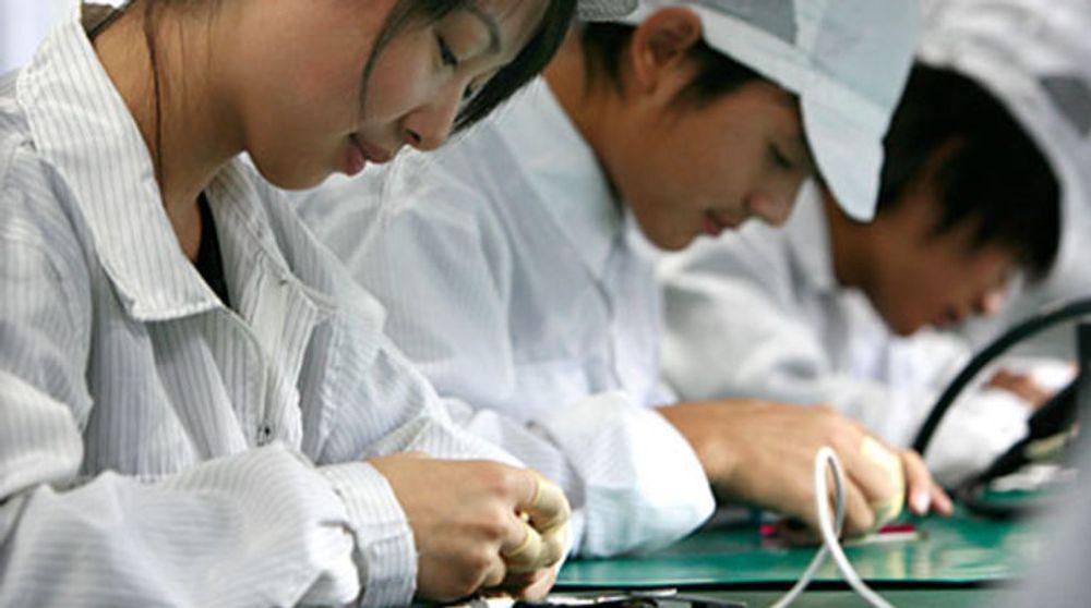 Kinesiske arbeidere som setter sammen PC-ene til Dell, HP samt maskinene til Apple, Nokia og Motorola, har fått lønnsøkning. Nå frykter HP og Dell at det vil kjøre opp prisene på deres produkter.