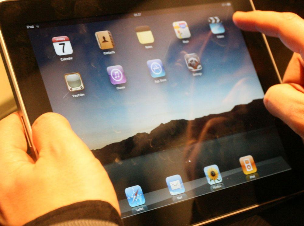- iPad halverer laptop-salget