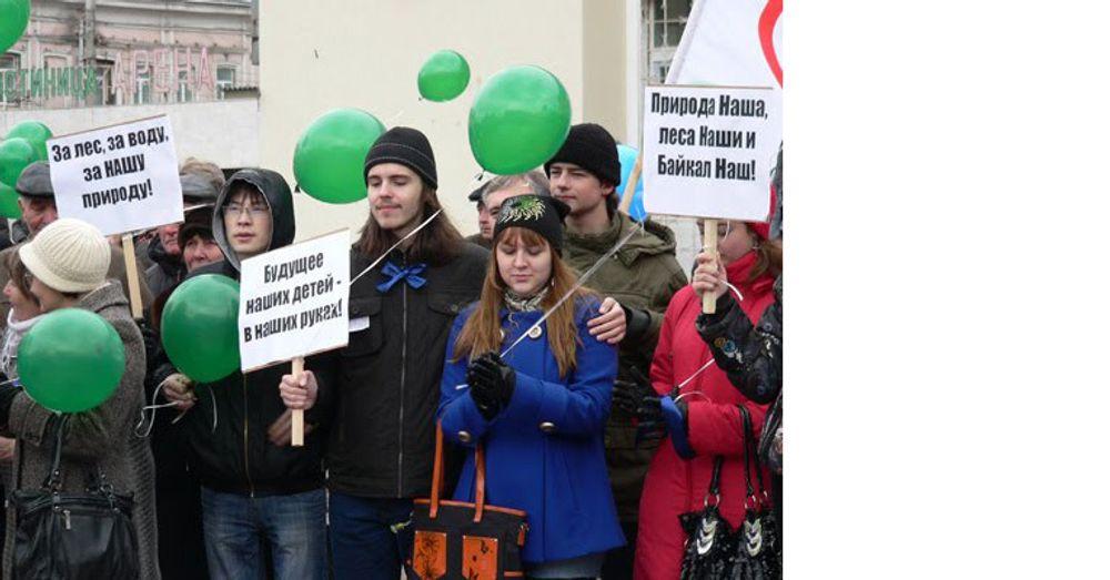 Miljøvernaktivister demonstrerer i Irkutsk 16. november 2010. Russiske myndigheter brukte falske piratanklager i et forsøk på å lamme miljøvernorganisasjonen Baikal Wave i januar i år.