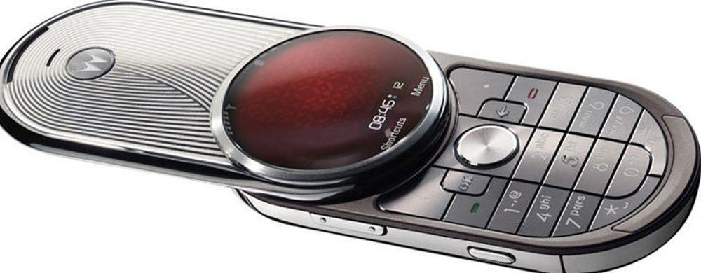 Motorola bommer ifølge Gartner fullstendig på dagens markedssituasjon med modeller som «Aura», en mobiltelefon i rustfritt stål som koster rundt to tusen dollar.