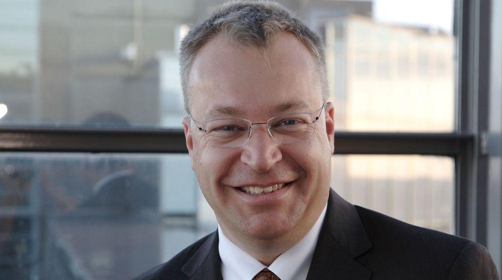 Nokia-sjef Stephen Elop har liten grunn til å smile over utviklingen av aksjekursen til selskapet, som har falt med 40 prosent på tre måneder.