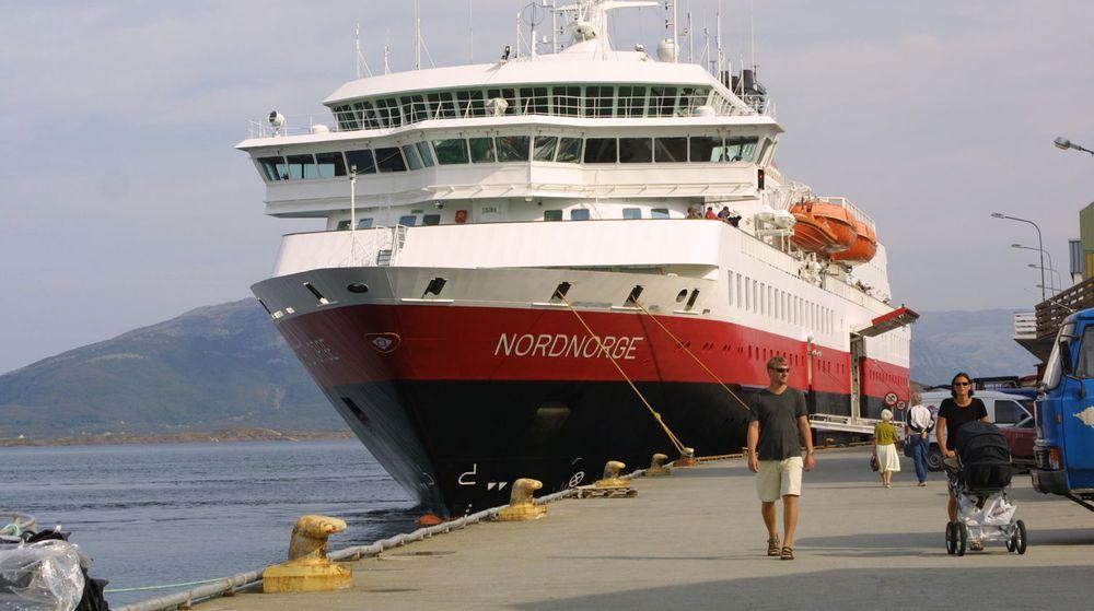 Hurtigruta sørger for at turister får sett kysten av Norge - nå også med bredbåndsdekning på nær 100 prosent.