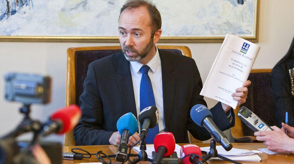 Næringsminister Trond Giske måtte stå skolerett da Altinn slo seg helt vrang i mars i år.