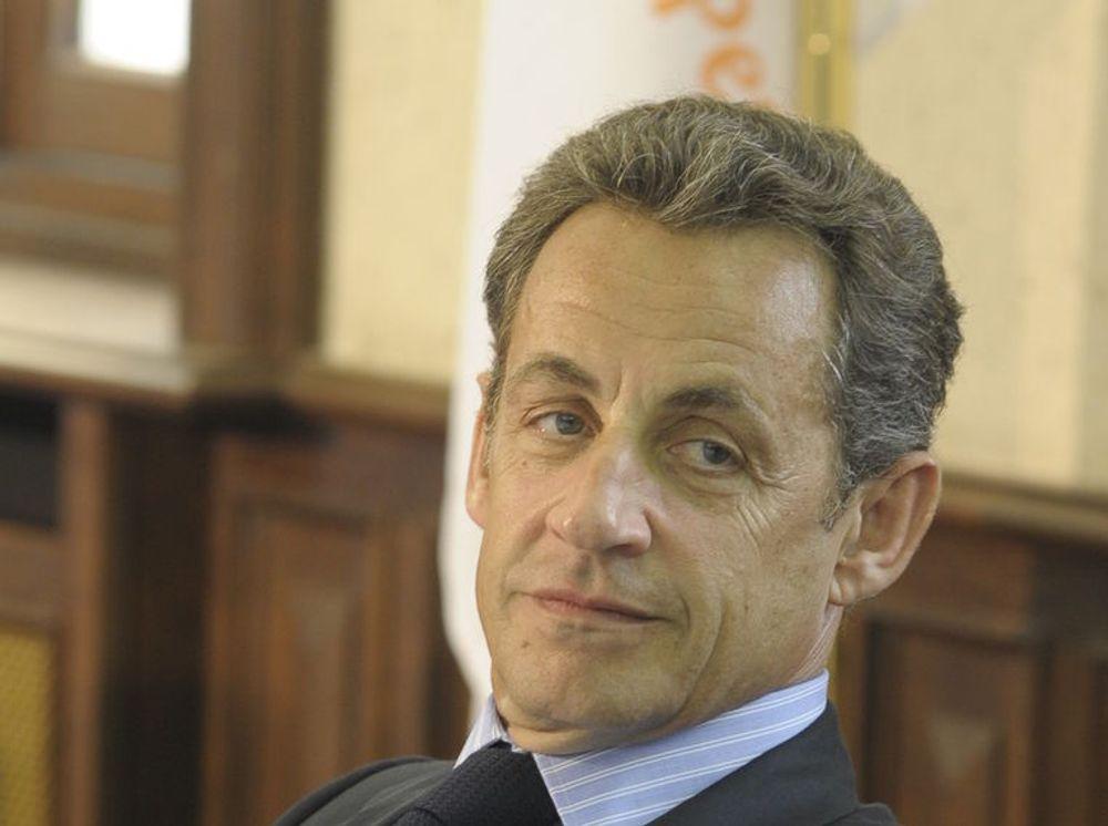 Frankrikes president Nicolas Sarkozy er for tiden formann i G8. I forkant av G8-samlingen i Deauville torsdag, har han innkalt internasjonale nettaktører til et forberedende møte i Paris, kalt eG8.