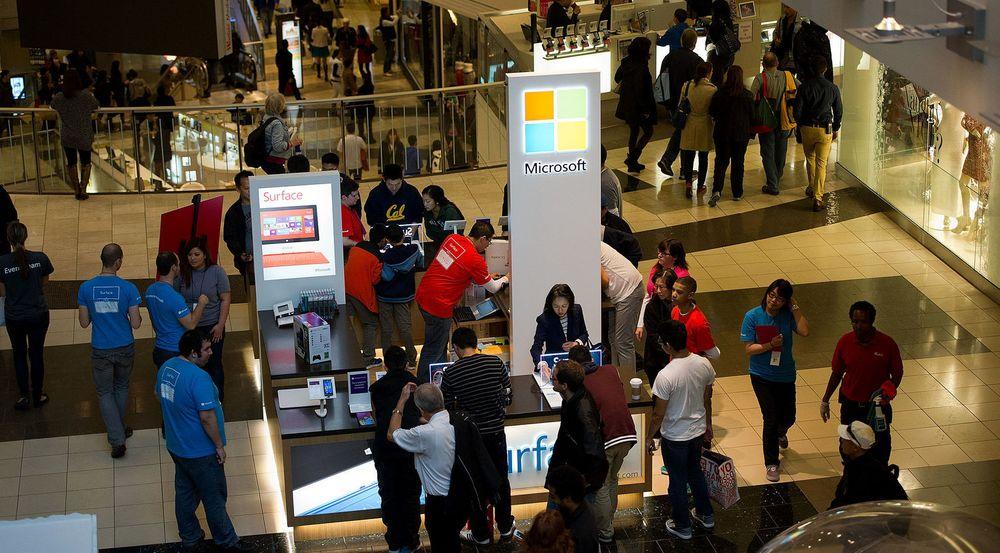 Microsoft har siden 2009 åpnet 32 egne butikker i USA og Canada, ofte i større kjøpesentra, som her i The San Francisco Centre i California. Nå er konseptet på vei også til Europa.