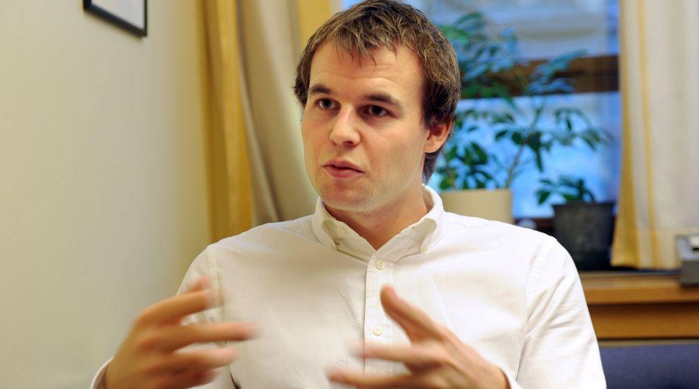Stortingsrepresentant Kjell Ingolf Ropstad (KrF) vil pålegge alle mobiloperatrer og internettleverandører å tilby sine kunder gratis pornofilter.