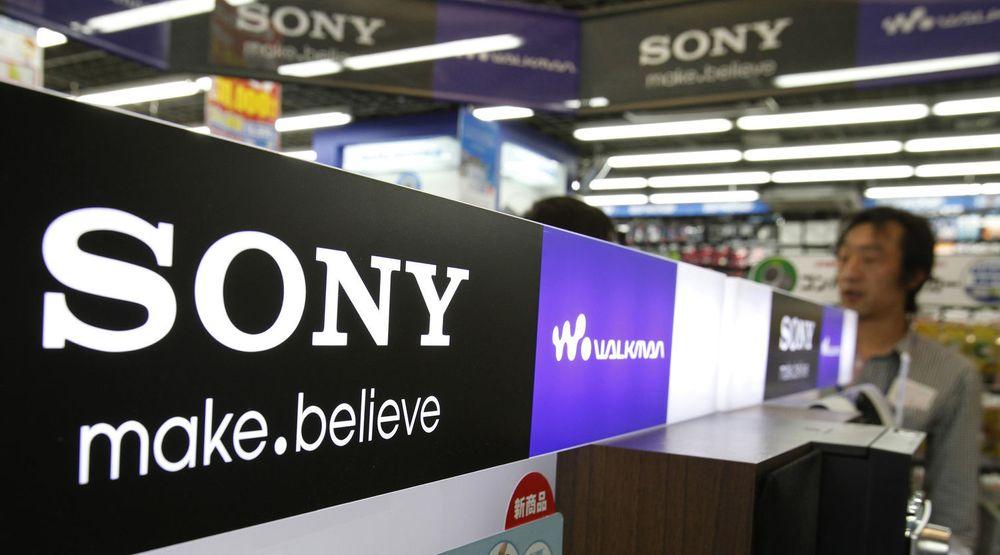 Sony sliter, og skal ifølge den japanske avisen Nikkei nå si opp seks prosent av arbeidsstyrken, 10.000 ansatte. Bildet er fra en elektronikkbutikk i Tokyo.