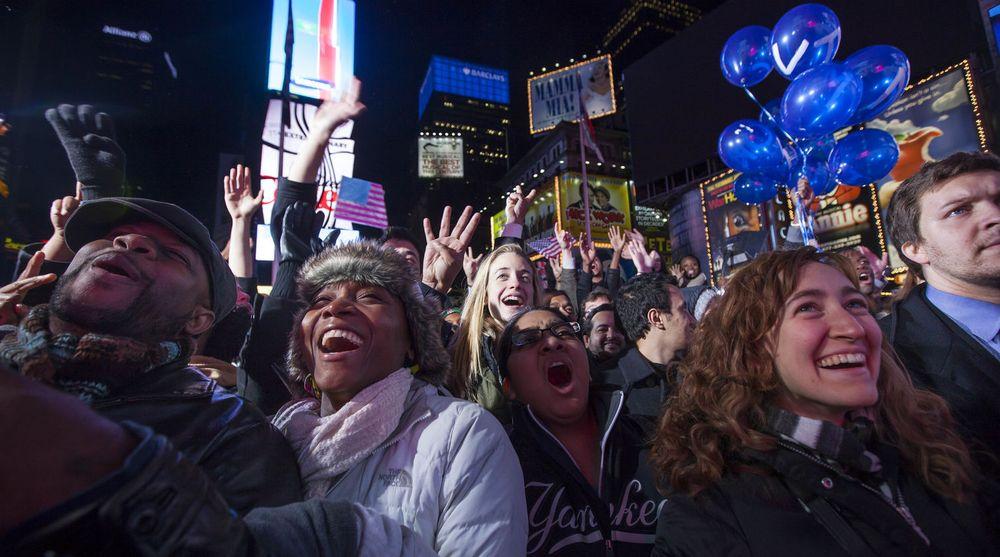 Tilhengere av Demokratene feirer gjenvalget av president Barack Obama på Times Square i New York, tidlig om morgenen den 7. november 2012. Mange av disse bidro sannsynligvis til trafikktoppene Twitter opplevde kvelden før, da resultat ble klart.