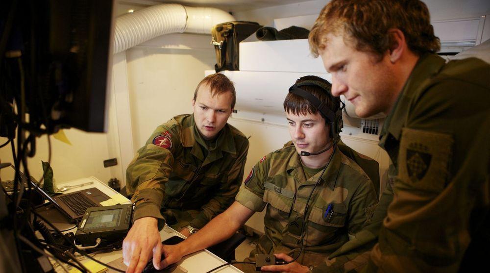 MER ENN FORSVAR: Forsvarets ingeniørhøyskole utdanner Norges kyberkrigere. Her er elever på en øvelse nord for Lillehammer.
