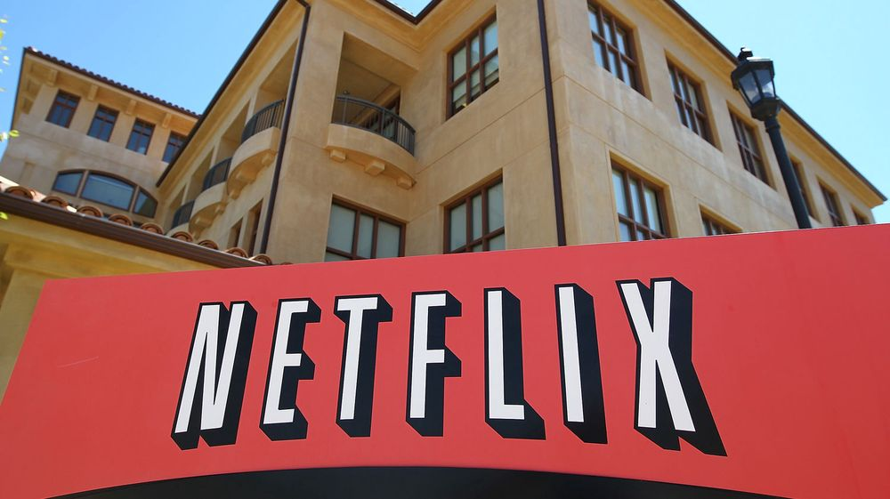 De har noen utfordringer i Netflix sitt hovedkvarter i Los Gatos, California: Hvordan vokse raskt innen strømming av filmer for å ta unna fallet i DVD-utleie? I går kveld skuffet selskapets vekst, og aksjekursen raste på Wall Street.