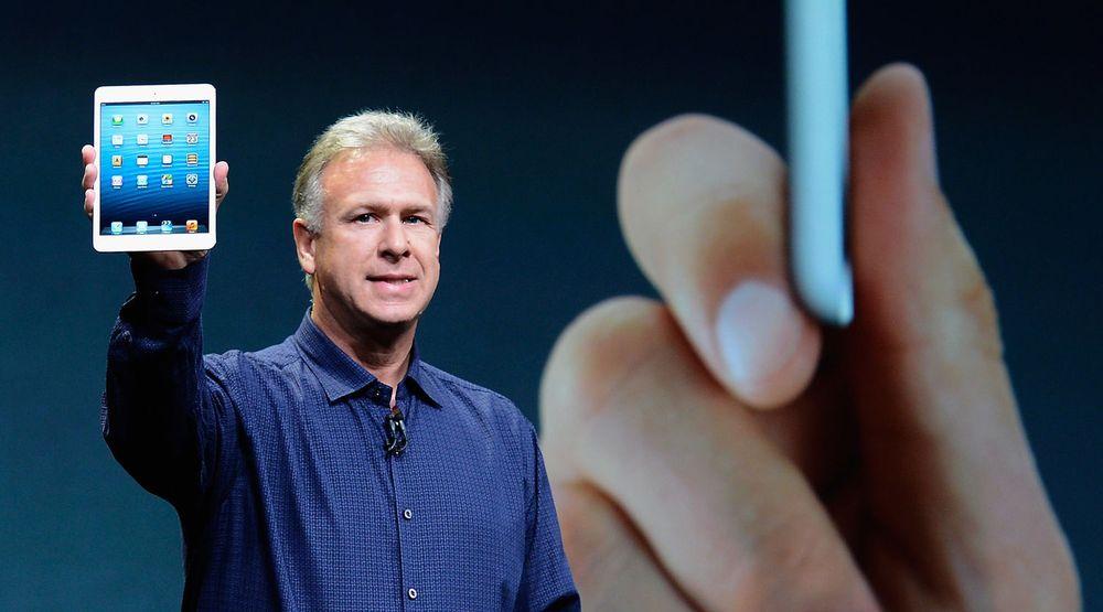 Apples Phil Schiller viser stolt frem Apple Mini, som ble lansert tirsdag kveld.