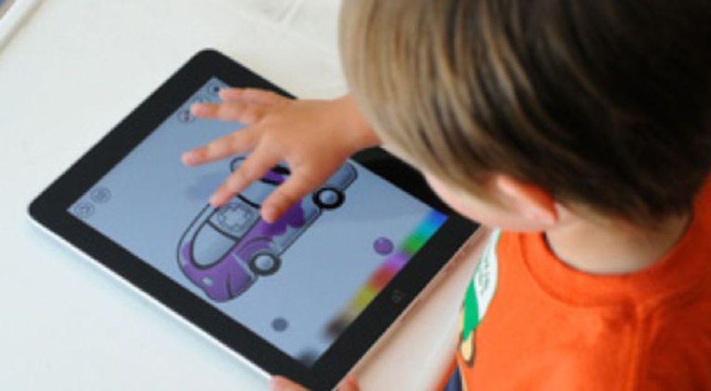 Apples iPad inntar svenske skoler. Atea forventer å selge hele 40.000 nettbrett, brorparten av dem fra Apple, til svenske skoler i løpet av 2012.