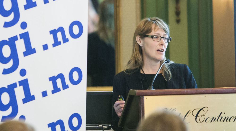 NAVs IKT-direktør, Nina Aulie, ble en av budsjettvinnerne for 2013. Nå skal en rekke nye medarbeidere rekrutteres. Det trenger NAV, som har bestemt seg for å bli sin egen systemintegrator.Her er Aulie avbildet fra talerstolen da digi.no arrangerte Toppmøte Offentlig sektor tidligere i år.
