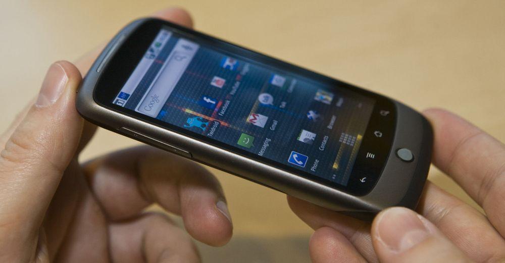 Den første (og siste?) mobiltelefonen som bærer Googles eget navn: Nexus One.