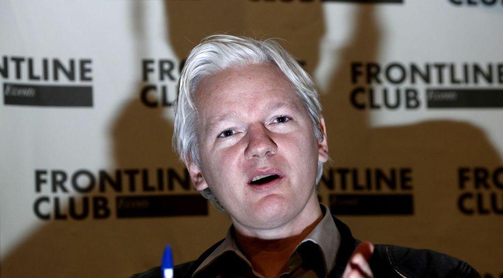 Julian Assange risikerer hard straff hvis han skulle havne i USA. Hvorfor han frykter utlevering fra Sverige til USA, er imidlertid uklart. Bildet er fra en pressekonferanse 27. februar 2012 da Assange forklarte hvorfor Wikileaks offentliggjorde interne e-poster fra analyseselskapet Stratfor.