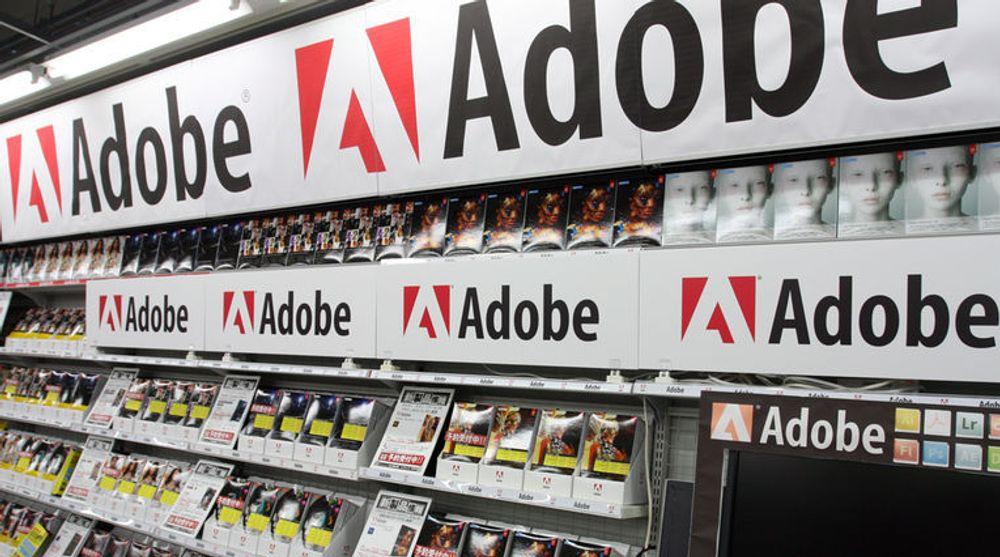 Adobe i butikkhyller i Japan. Selskapets overgang til ny forretningsmodell innebærer at slike hyller vil høre fortiden til.