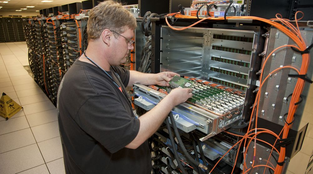 Superdatamaskinen Sequoia under montering ved Lawrence Livermore National Laboratory i USA.