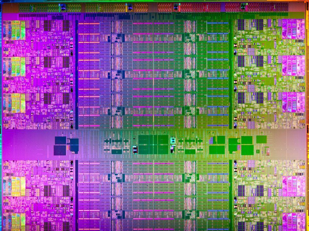 Innmaten av en Xeon E7-prosessor.