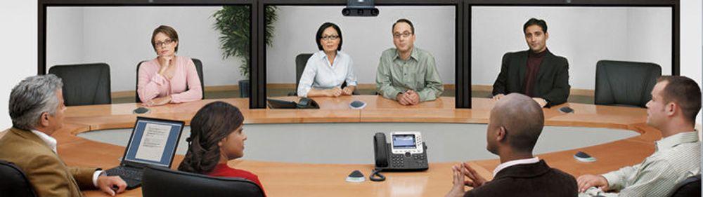 Flyforbudet gjør det enda mer påkrevet å bruke videokonferanser. Flere bedrifter til tjenester, også utleie av innredede videomøterom.