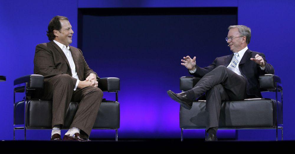 Eric Schmidt (til h.) kom med brukertall for Google Apps under en samtale med Salesforce-sjef Marc Benioff på Dreamforce-konferansen i San Francisco i går.