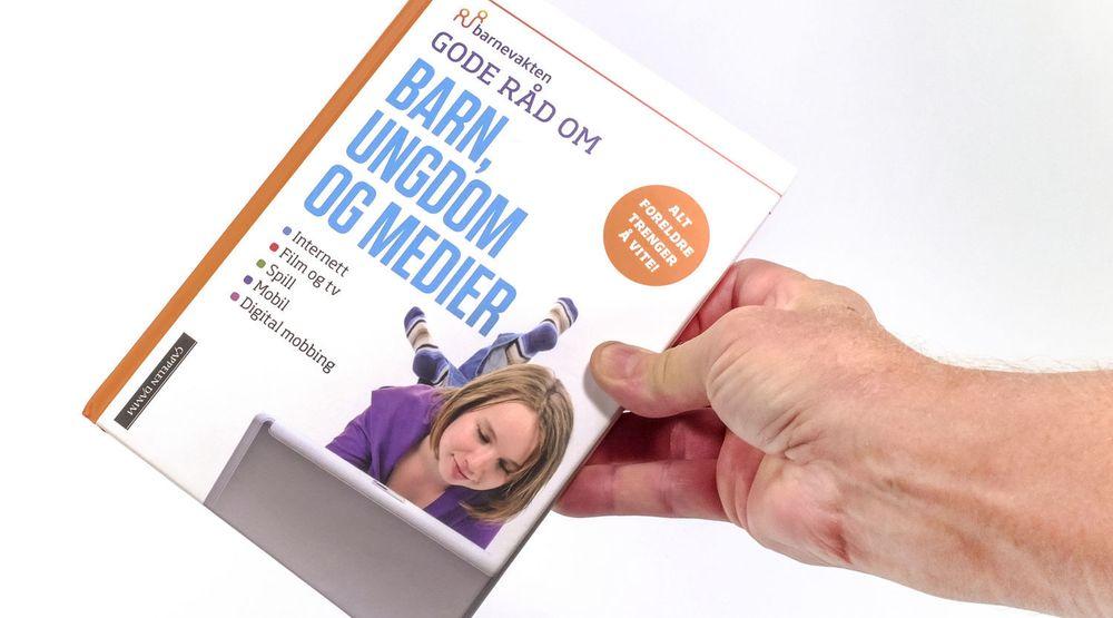 Boka omfatter temaartikler med sjekklister og forslag til diskusjonspunkter mellom foreldre og barn.