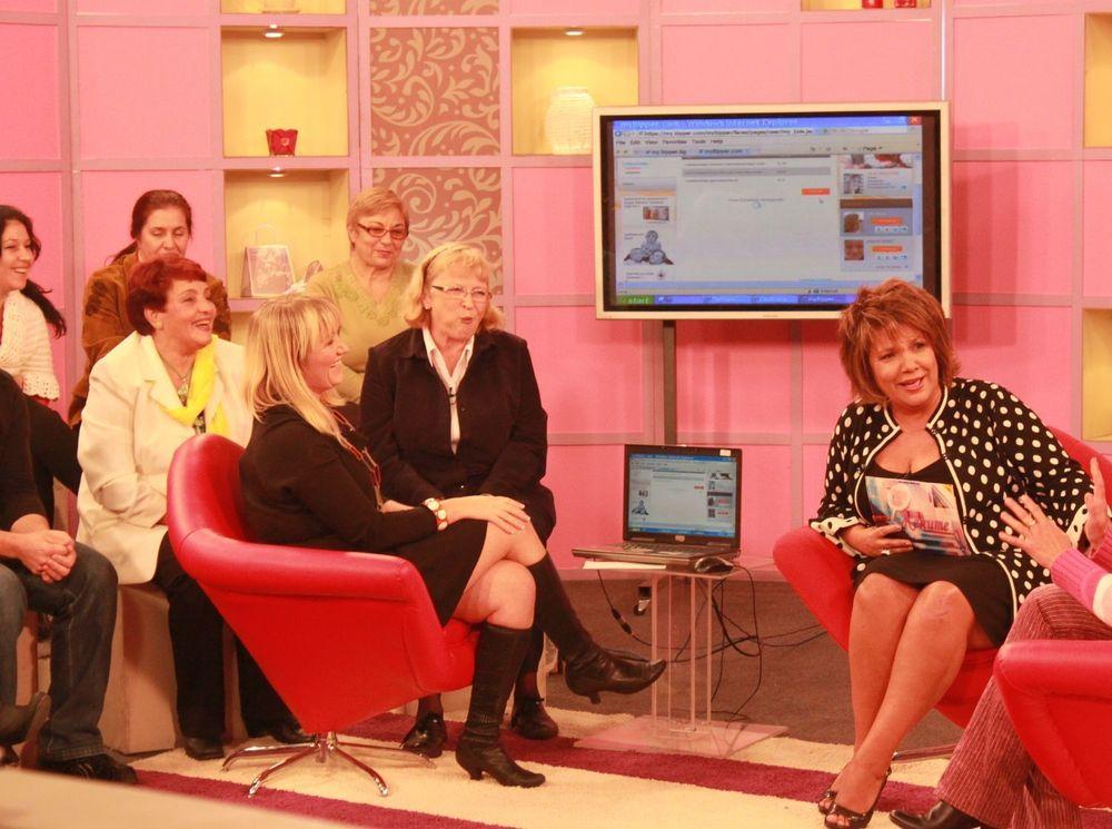 Bipper-gründer Silje Vallestad (i den røde lenestolen til vesntre) presenterte løsningen sin på et talkshow i den bulgarske tv-kanalen Kanal1.