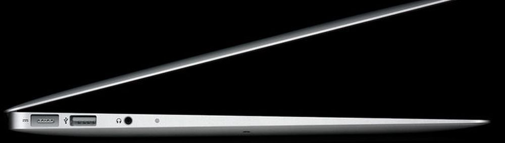 Macbook Air er 1,7 centimeter tynn bak og skrår ned mot sine tre millimeter foran.