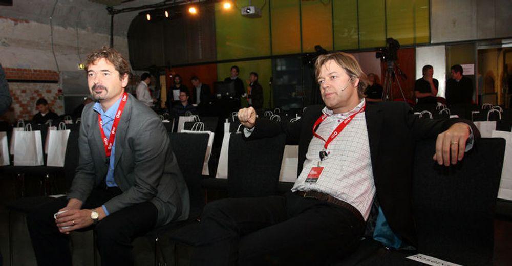 Stille før stormen: Opera-gründer Jon von Tetzchner og Opera-sjef Lars Boilesen slapper av før presentasjonen begynte.