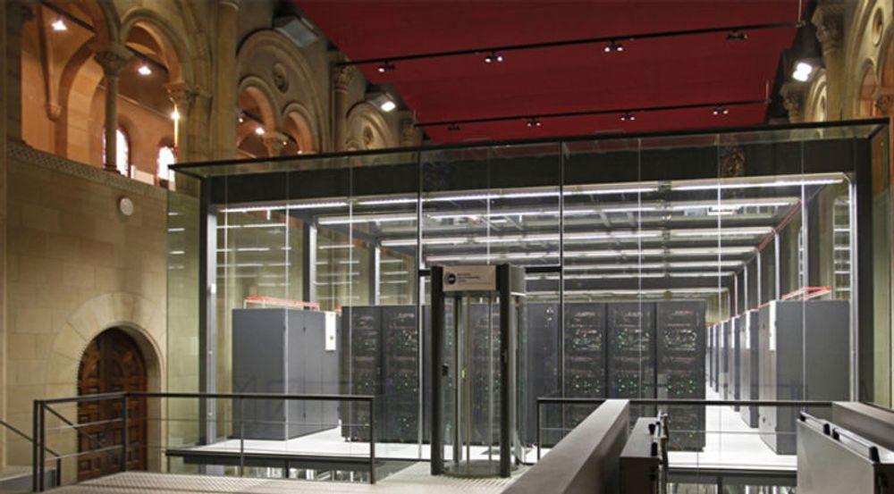Superdatamaskinen MareNostrum i Barcelona er installert i kapellet Torre Girona. Den er en IBM Blade Center-klynge basert på PPC 970-prosessorer med Myrinet interconnect. Den omfatter 10240 prosessorkjerner, og er nummer 299 på listen over verdens 500 kraftigste superdatamaskiner. Den kraftigste superdatamaskinen i Barcelona innehar 114. plass. Den er installert av Bull, basert på Xeon-prosessorer og Infiniband interconnect, og omfatter 5544 prosessorkjerner.
