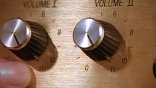 Volumkontrollene på gitarforsterkeren til Nigel Tufnel i filmen «This Is Spinal Tap».